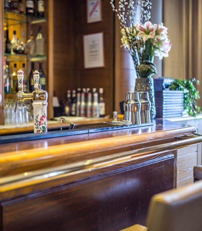 Cocktail à deux au bar la Bibliothèque - EVIAN RESORT
