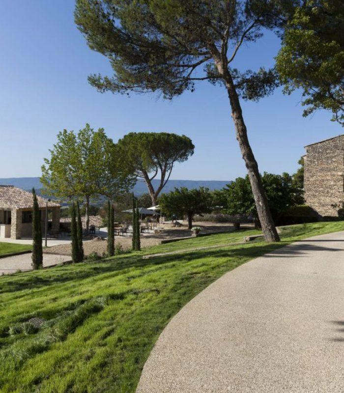 Douceur de Vie en Provence - HOTELIERE LE MAS DES HERBES BLANCHES