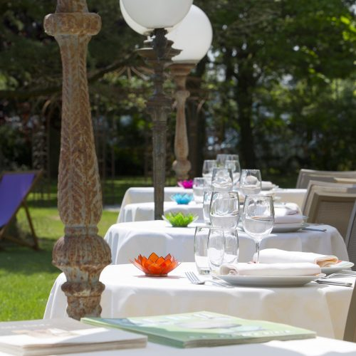 """LE DRACY HOTEL ET SPA – RESTAURANT LA GARENNE - Formule """"Entrée, Plat, Fromage et Dessert"""" pour 2 personnes"""