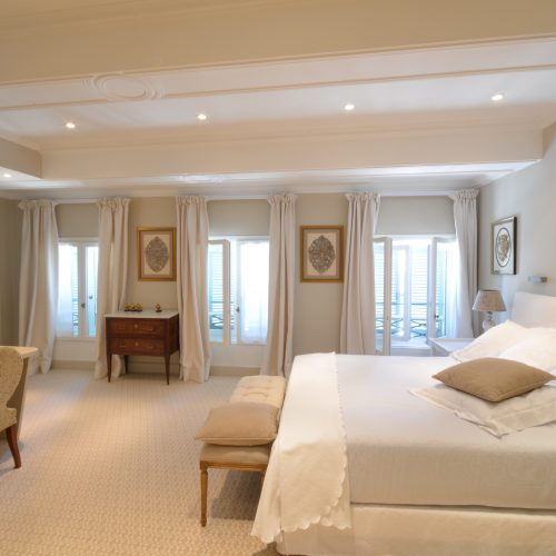 HOTEL D'EUROPE - LA VIEILLE FONTAINE - Séjour découverte de la Cité des Papes - 2 nuits
