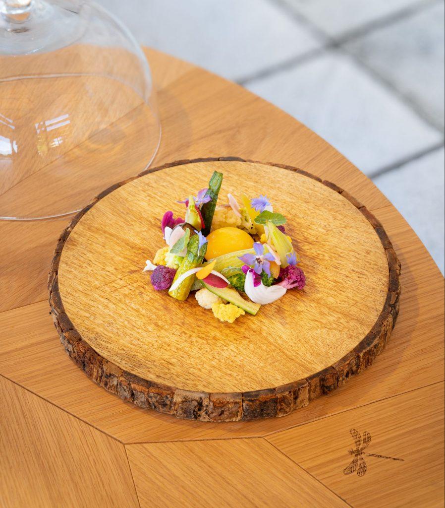 la-salade-du-jardin-jaune-doeuf-confit-au-pineau-des-charentes