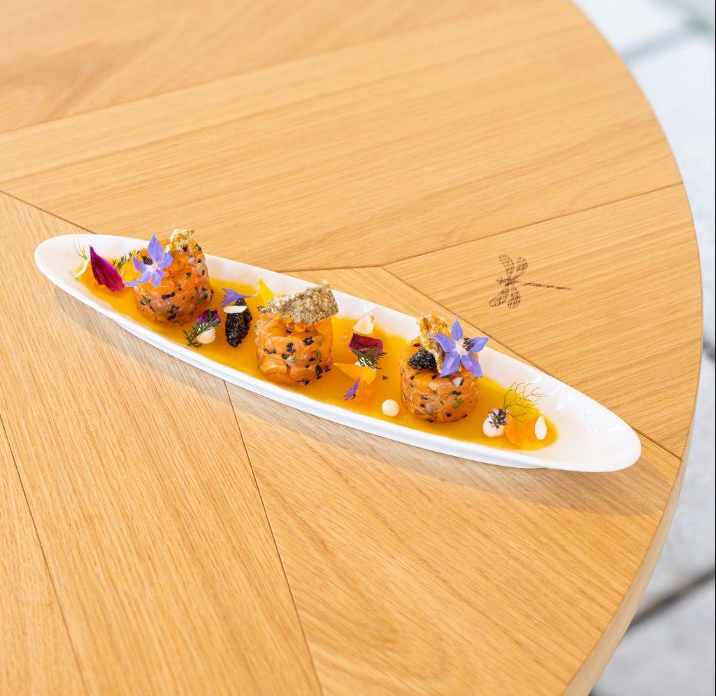 la-truite-de-bellet-en-tartare-gelee-aux-agrumes-et-caviar-de-neuvic